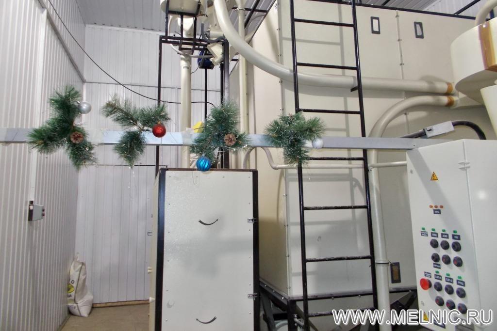 На монтаже мельницы МЕЛЬНИК 700 Норма